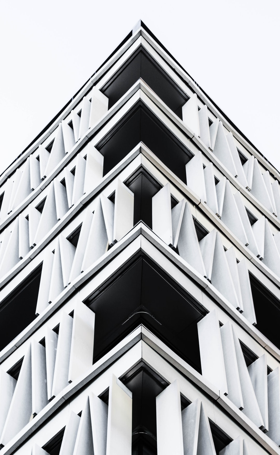 Monotone architecture corner photo by Joel Filipe (@joelfilip) on Unsplash