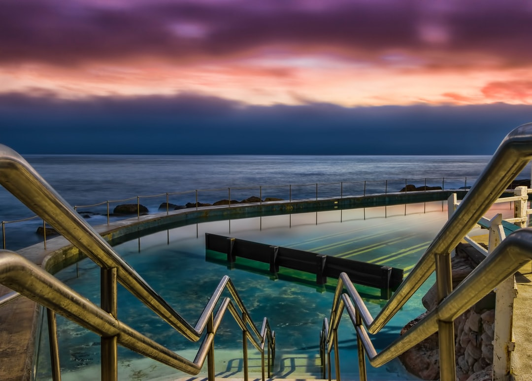 Swimming pool pictures download free images on unsplash for Swimming pools obi