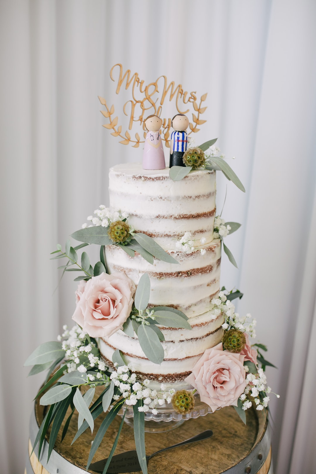 Wedding Cake With Flower Details Photo By Photos By Lanty