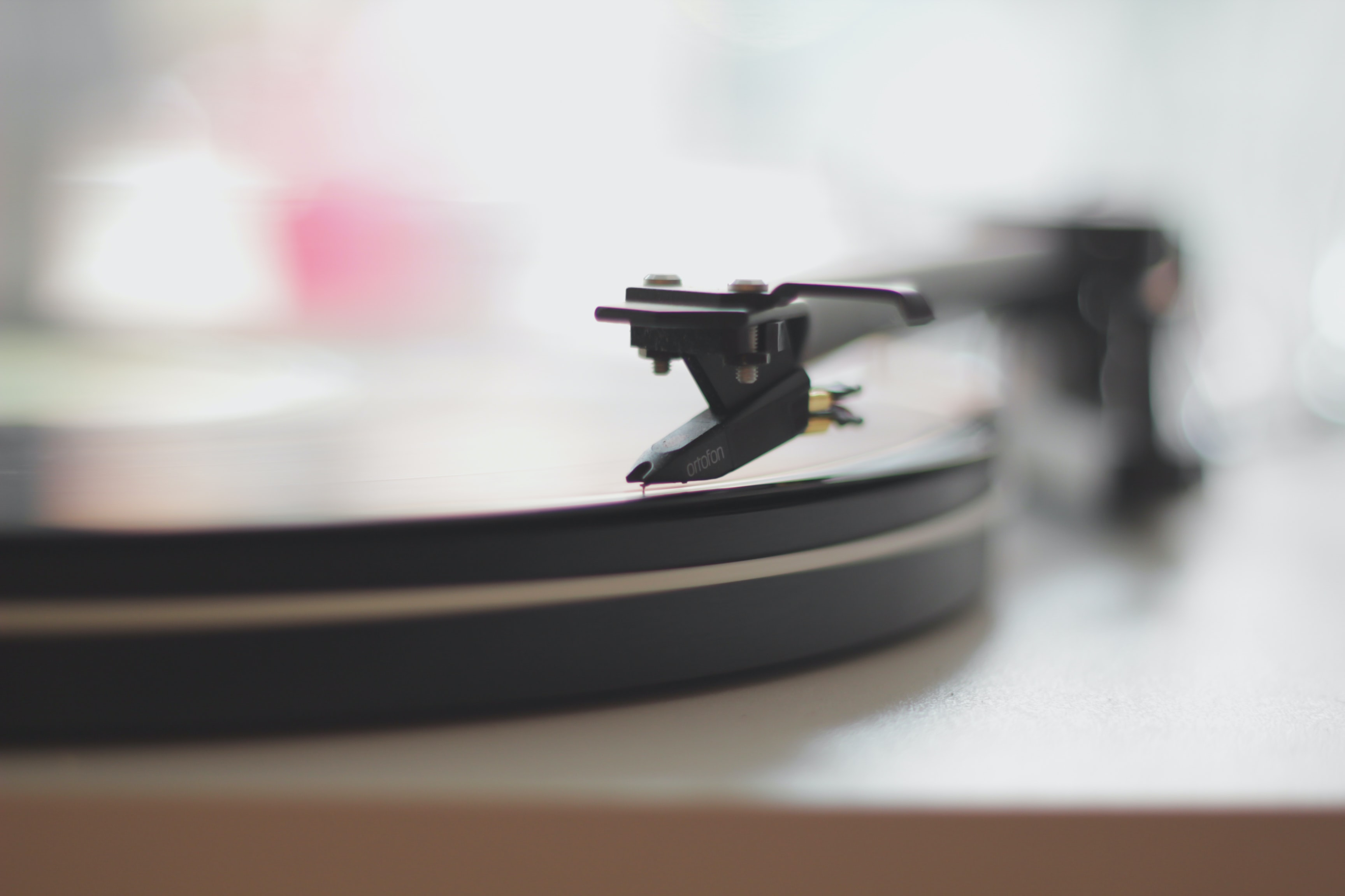 shallow depth of field photo of turntable