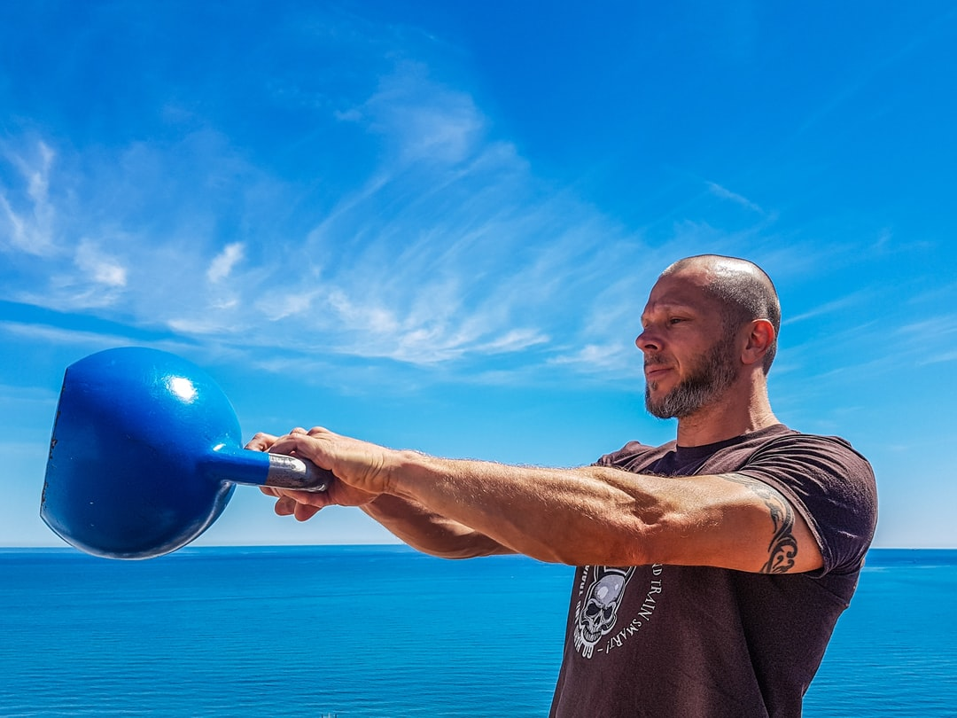 learn the kettlebell swing; step 2/4