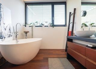 white bath tub near window