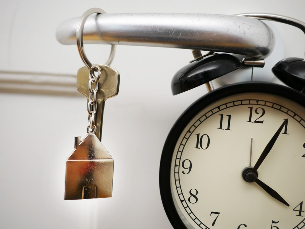 clock at 4:05