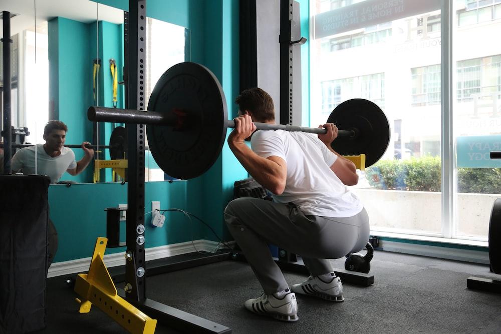 man lifting barbel
