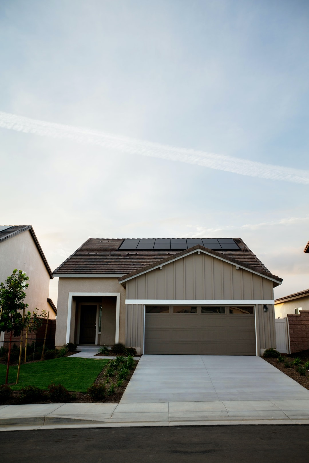 Vivint Solar - Solar Panels on small home with driveway from street.