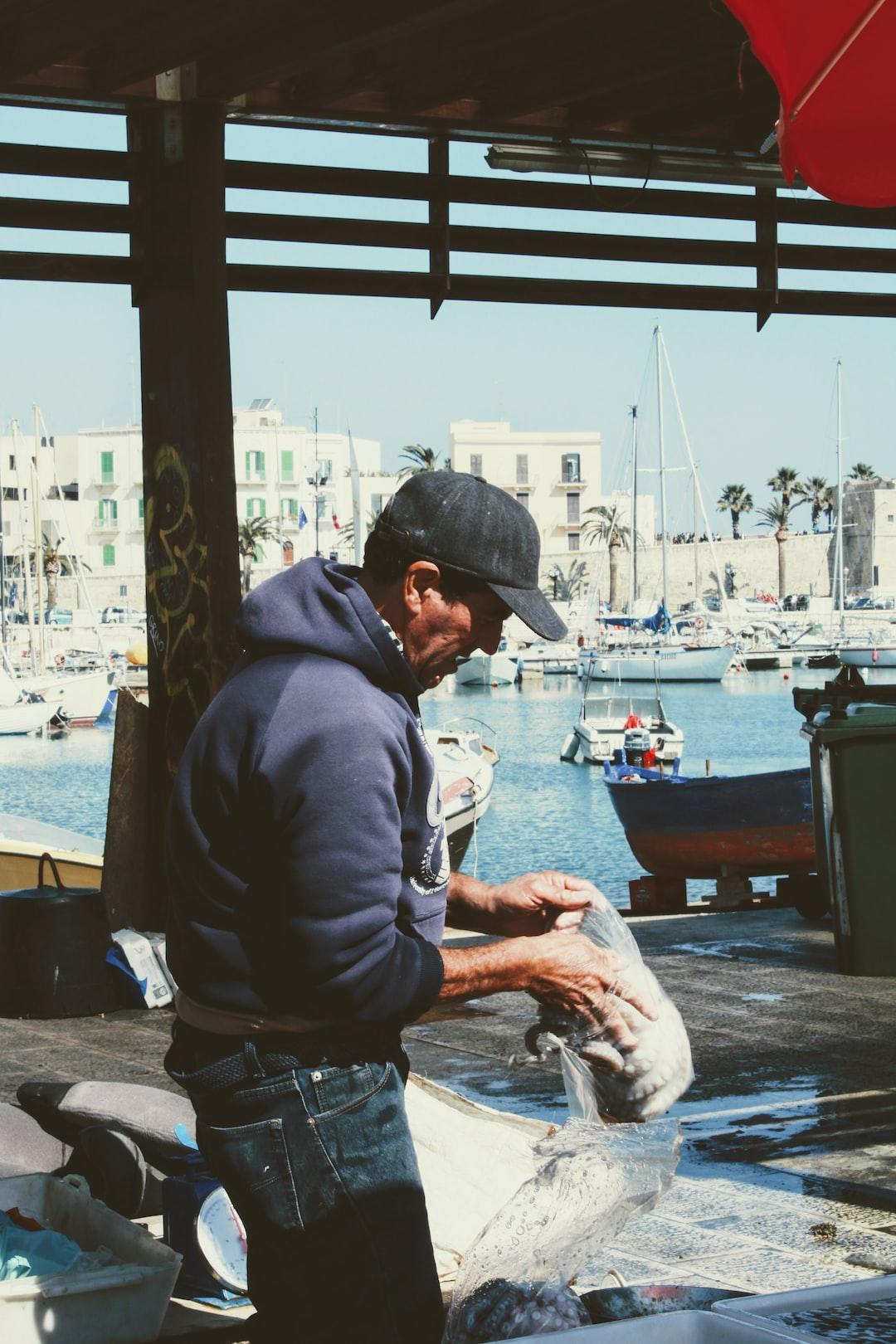 Fish, Bari, Italy, Puglia, pescatore