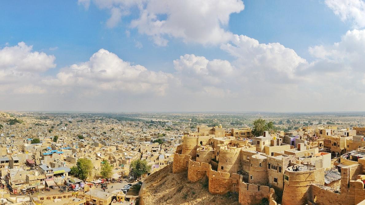 A wide shot of the golden city of Jaisalmer: 4 days around Jodhpur