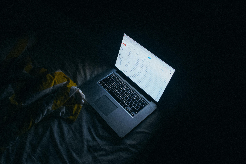 睡前看手机的大问题