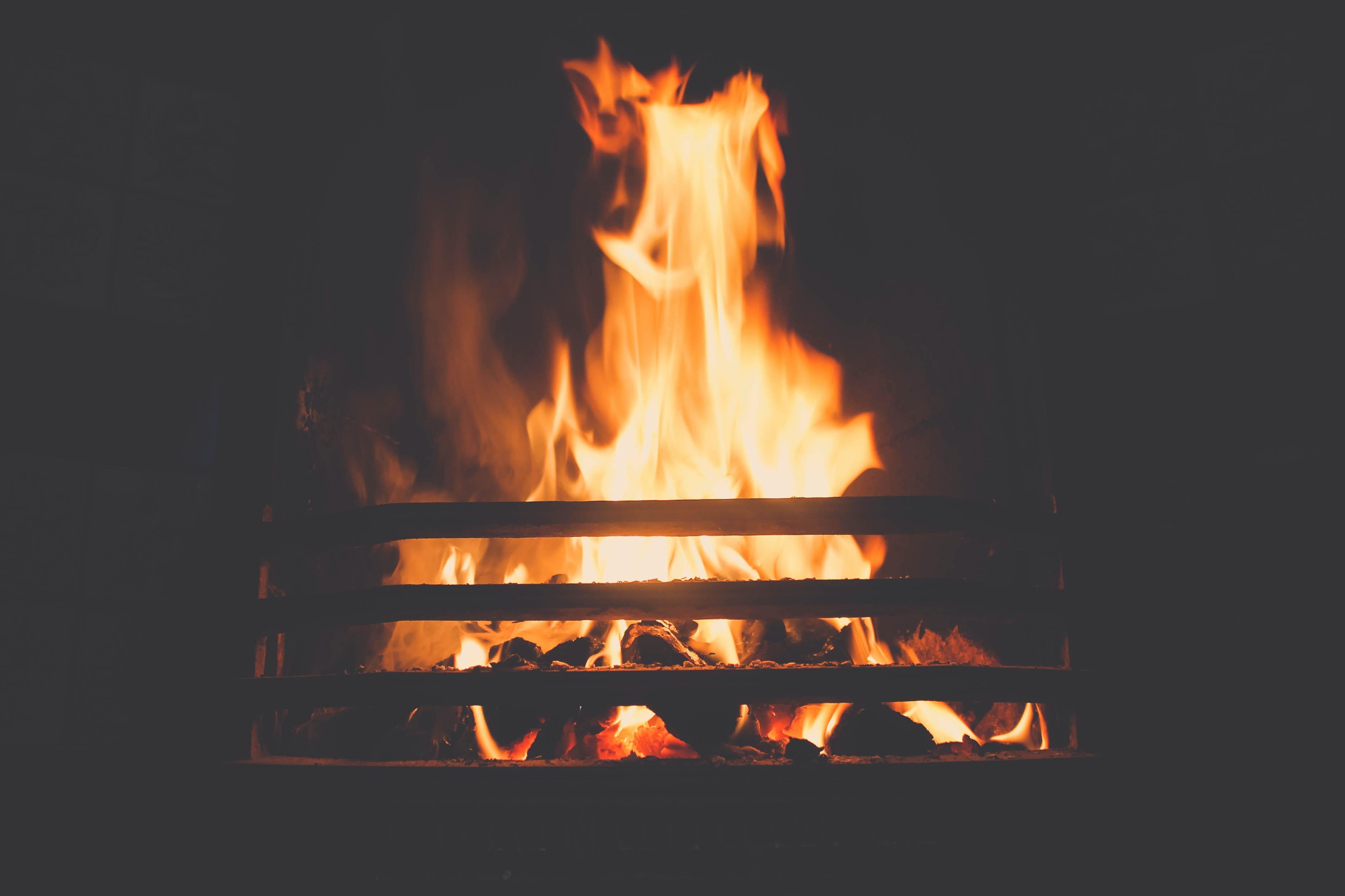 ogień, kult ognia, zaratusztrianizm, ahura mazda, zaratusztra, yatha ahu vairyo; źródło: unsplash
