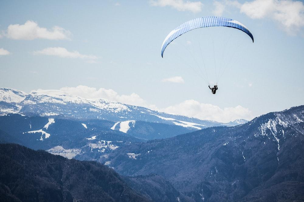 person doing xtreme sports parachute