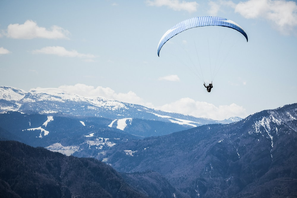 person doing xtreme sports parachute