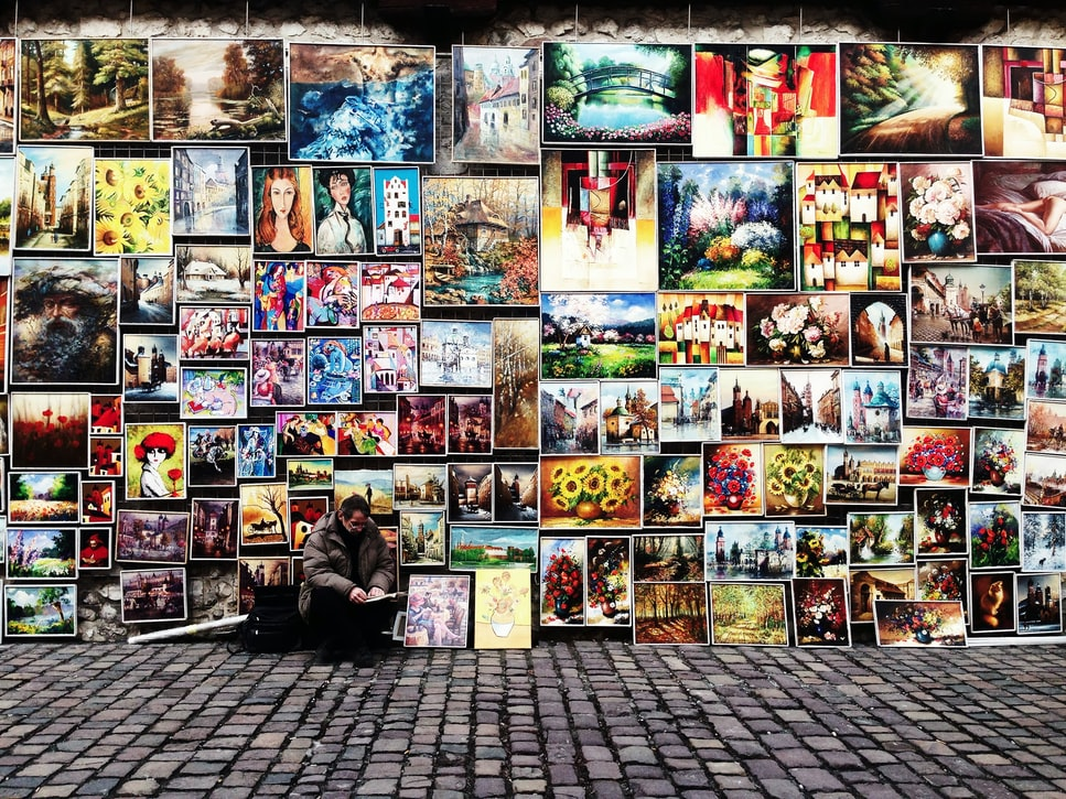 Souvenirs to bring back from your honeymoon - street art