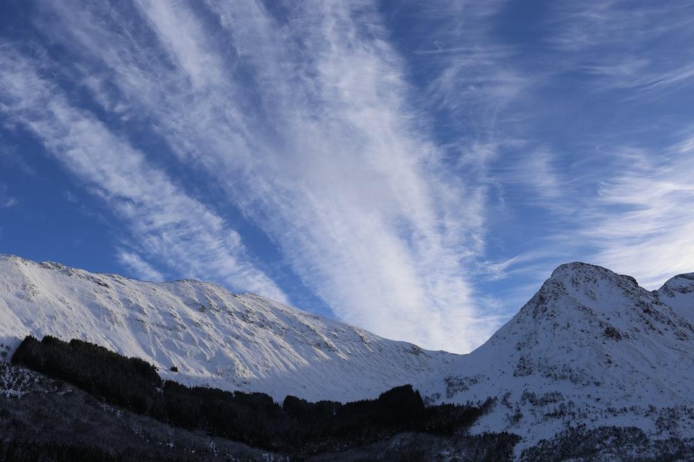 snow mountain under cloudy sky