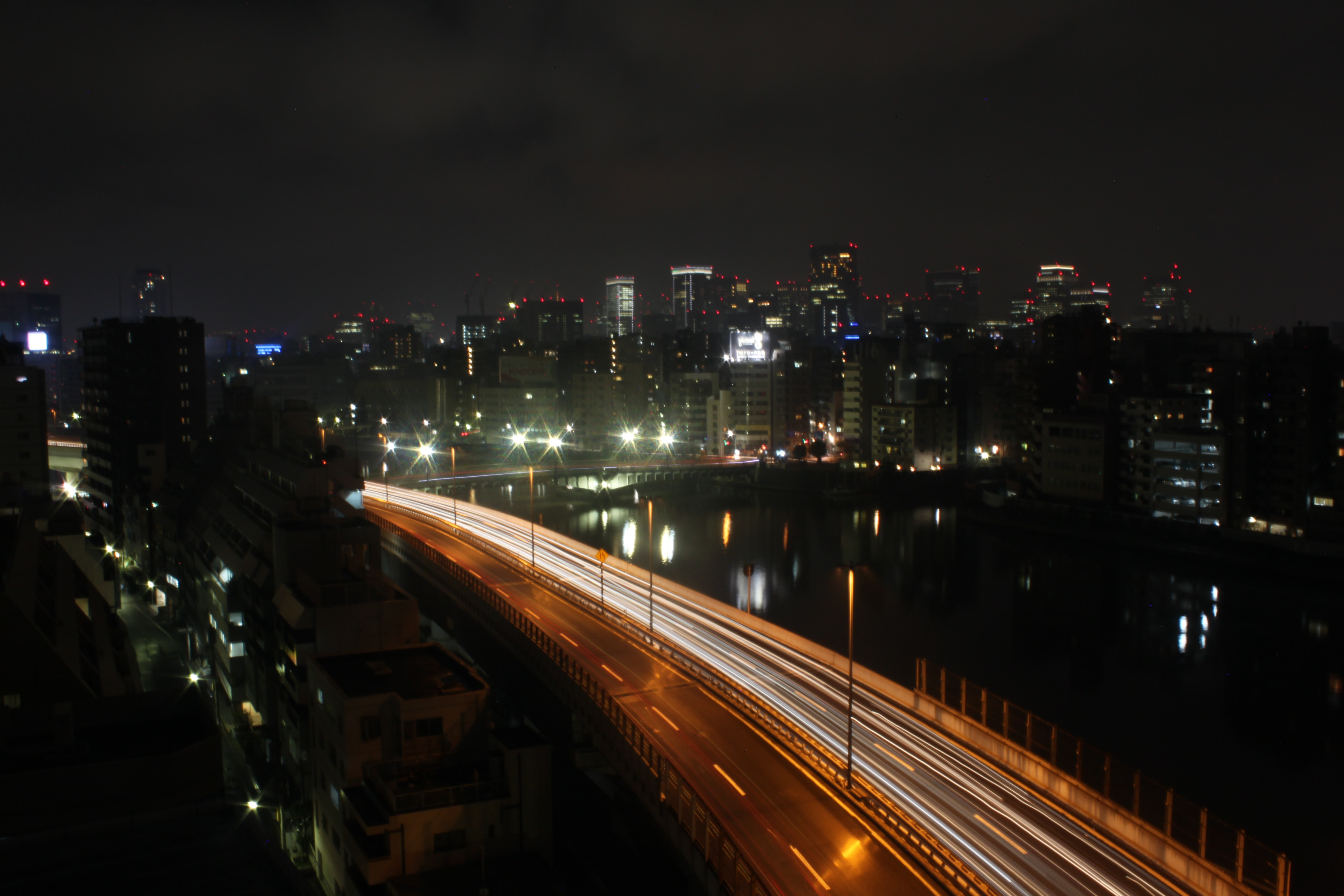 gray road during nighttime