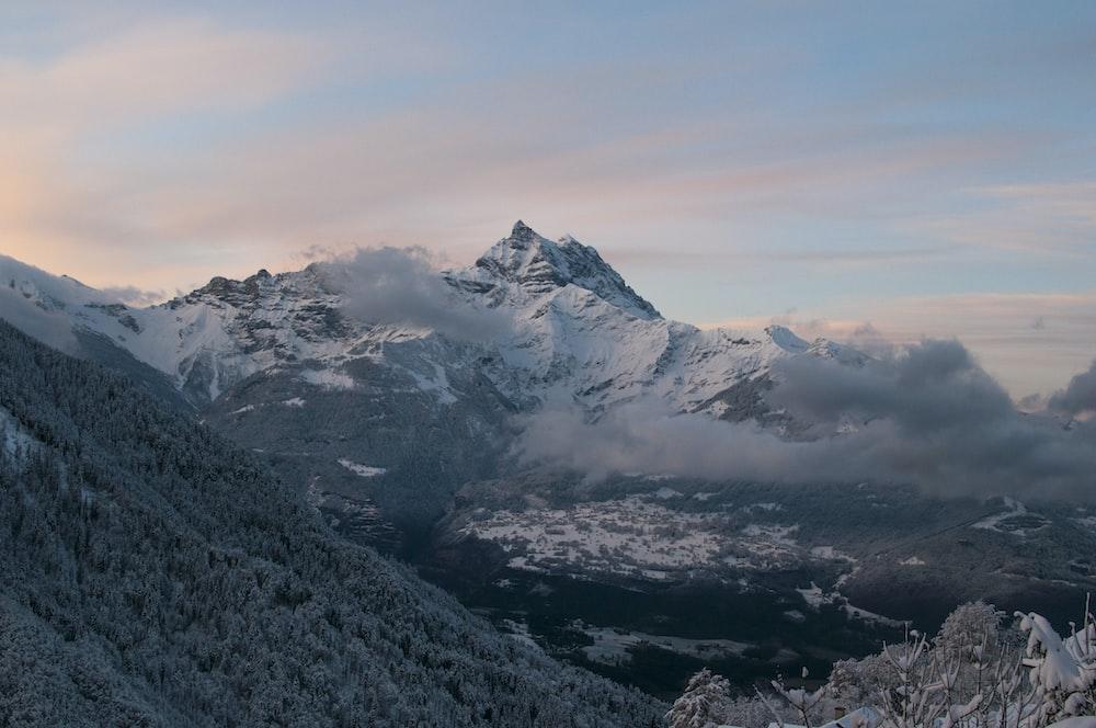 gray hills beside mountain range at daytrime