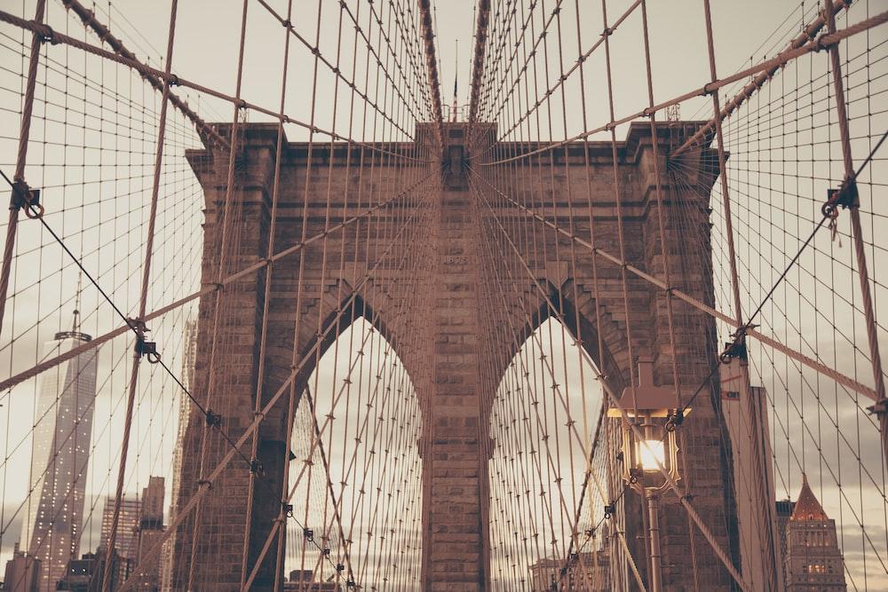 gray screen on Brooklyn Bridge