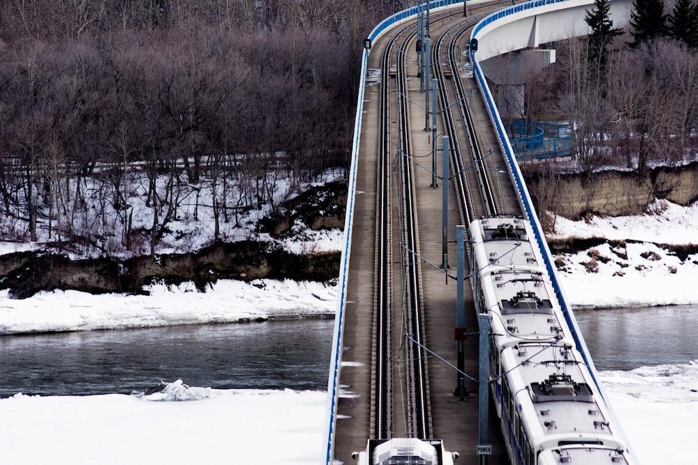 train crossing bridge during daytime