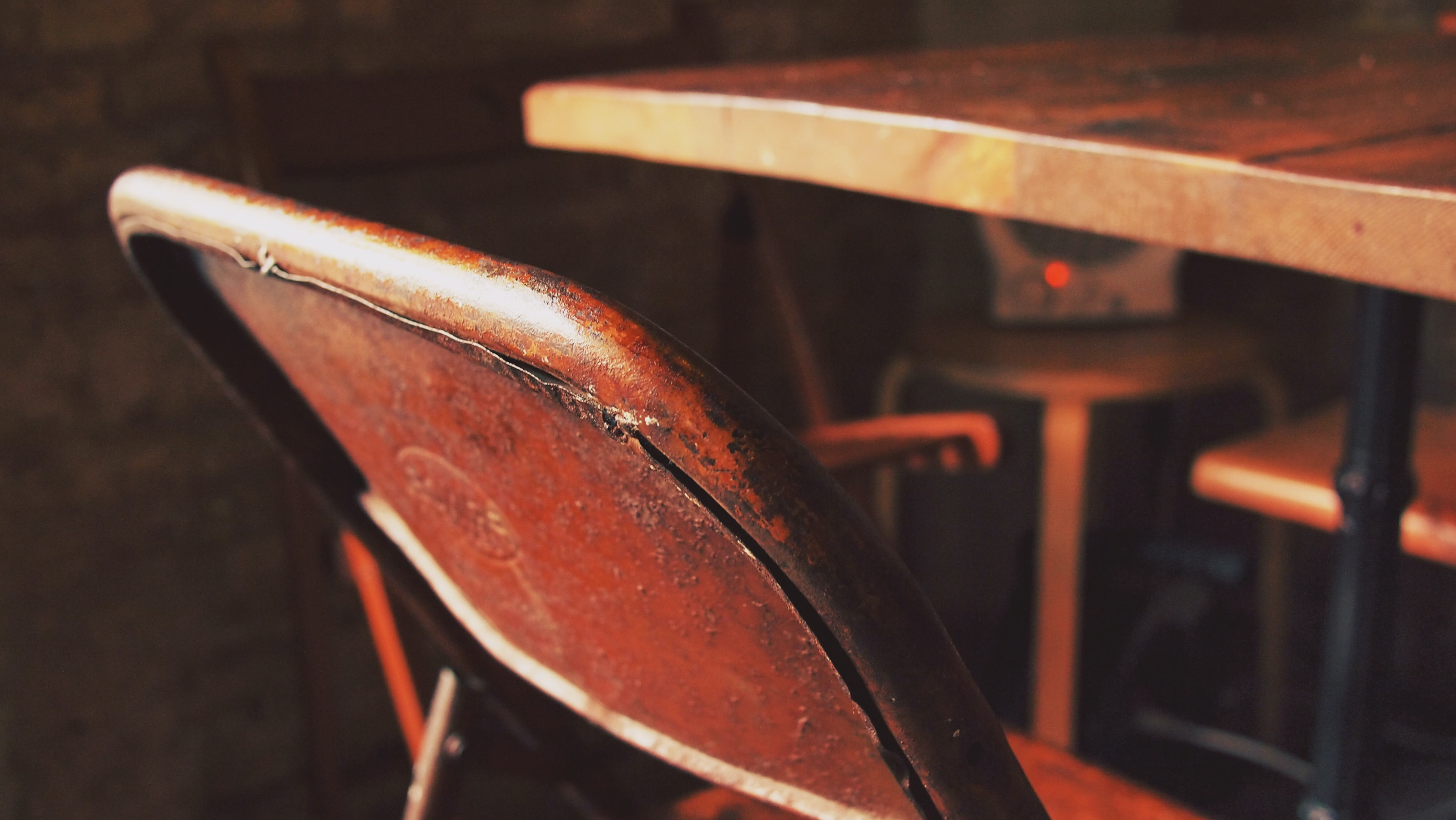 close-up photography of brown steel chair