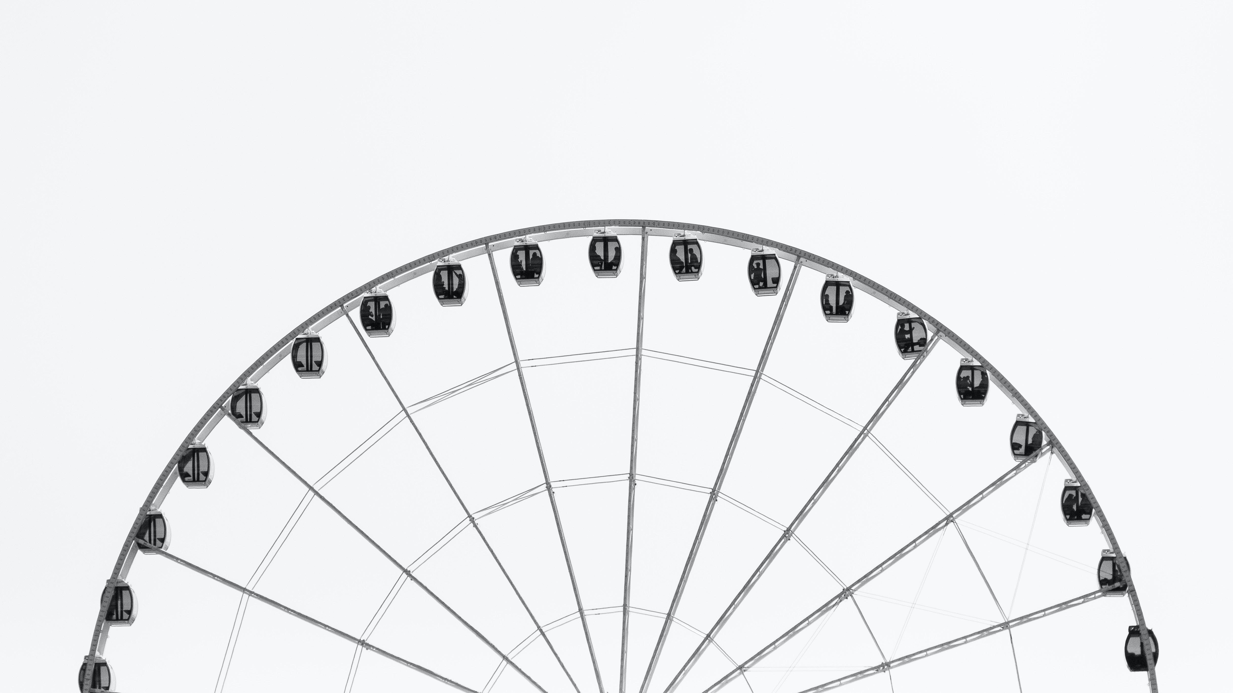 Schwarz-weiß Foto eines Riesenrads