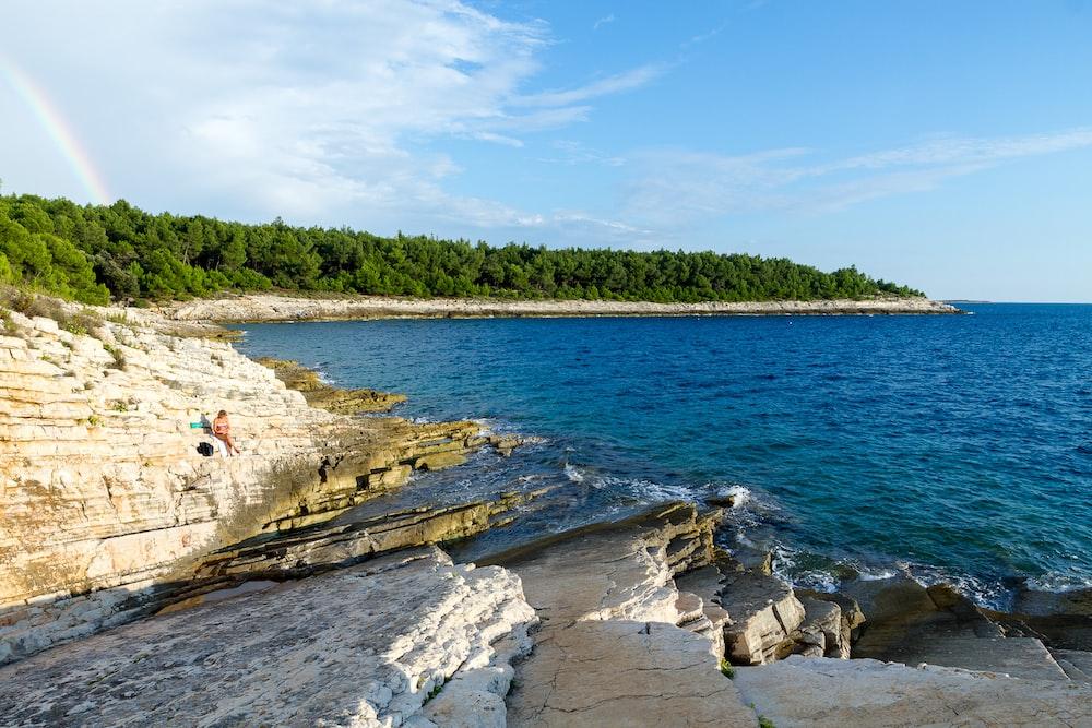 landscape photograph of shoreline