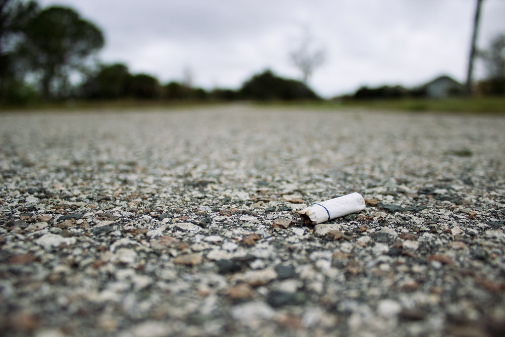 shallow focus photography of cigarette butt