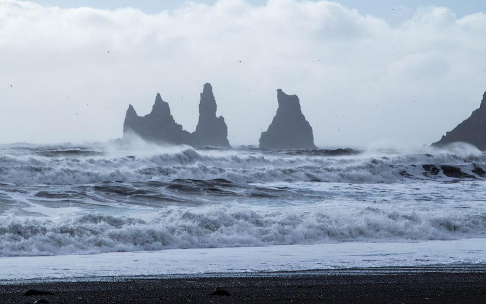 photo of ocean waves