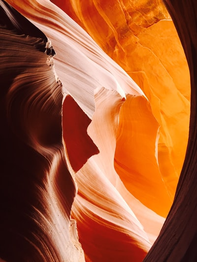Swirling red rock wallpaper