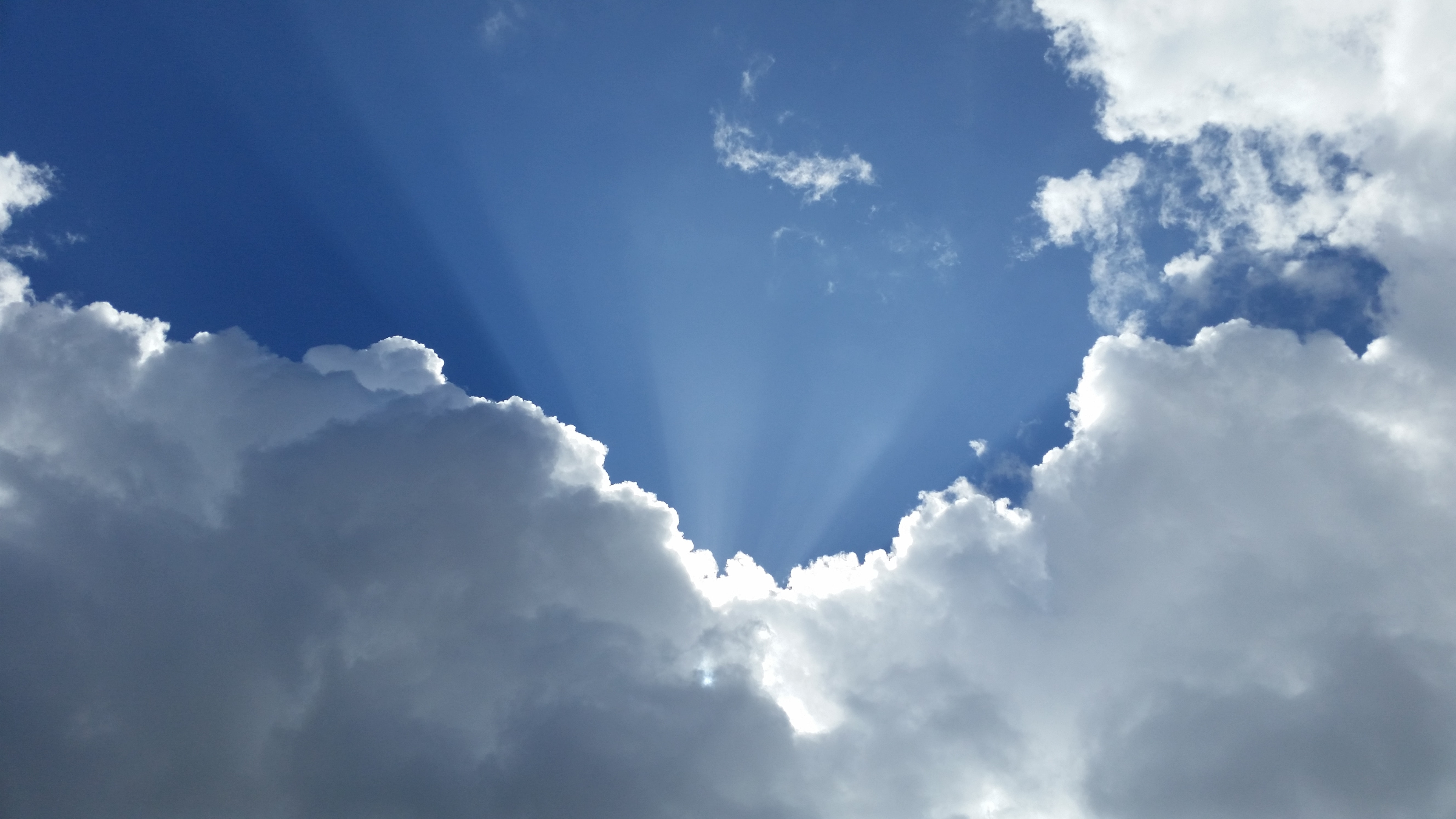 white clouds and blue sky at daytime