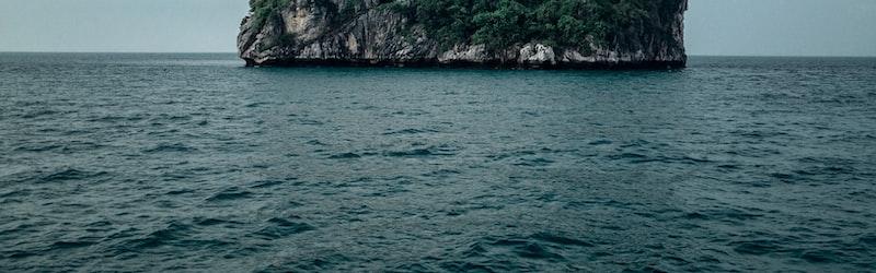 北センチネル島は一切の侵入が許されない未接触部族の島。インド人宣教師や漁師の殺害の真相は。
