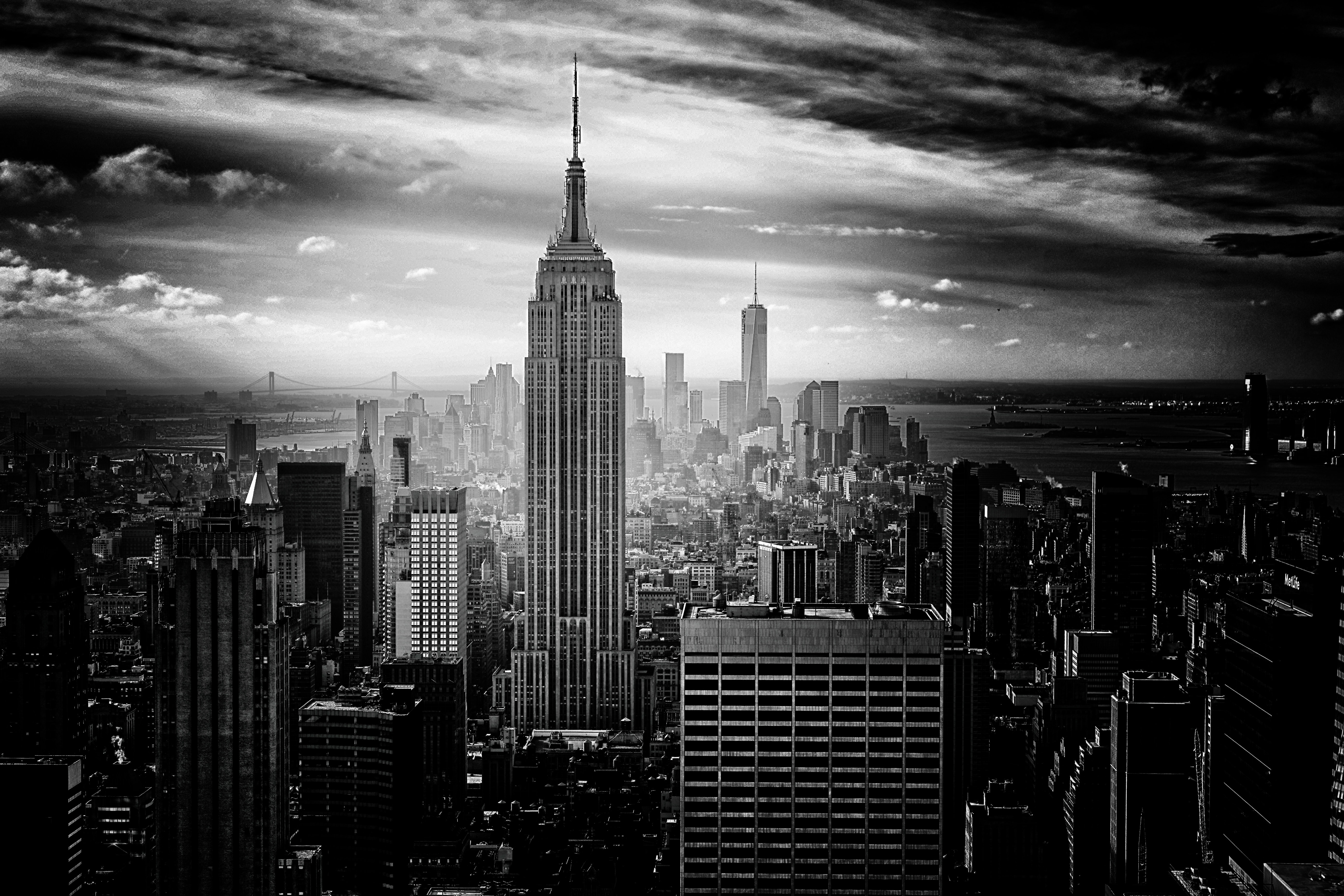 Black and white photo of the Empire State Building and downtown New York City skyline
