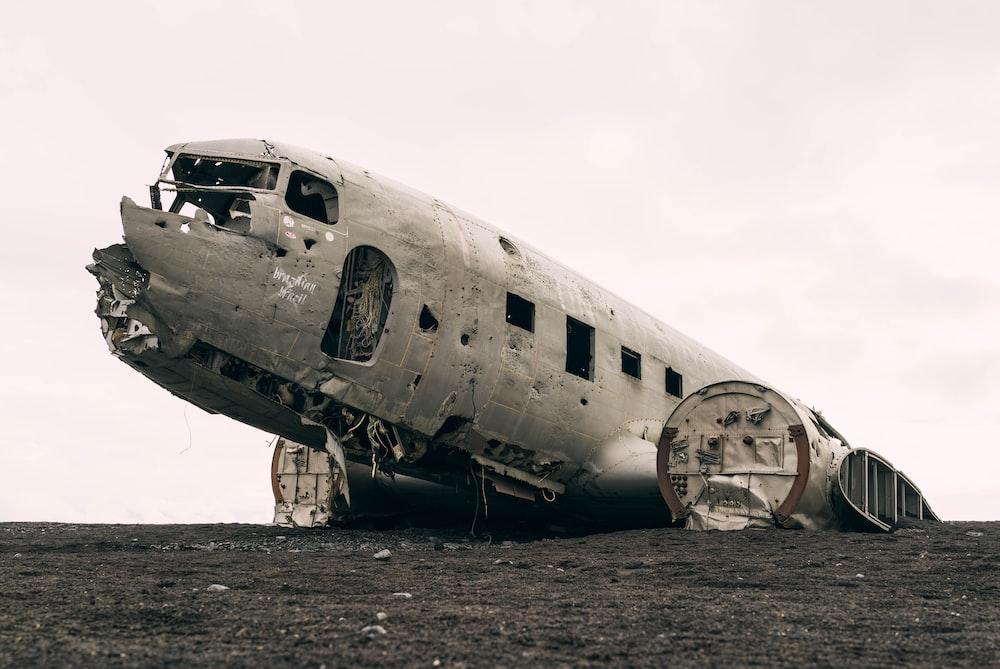 wrecked passenger plane during daytime