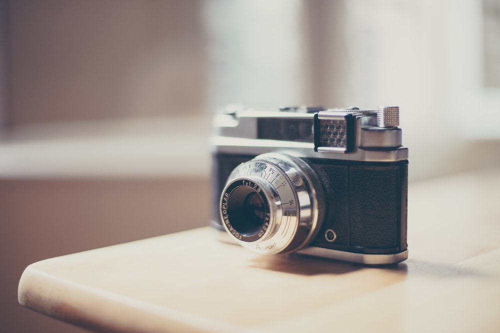 shallow focus photo of black and gray SLR camera