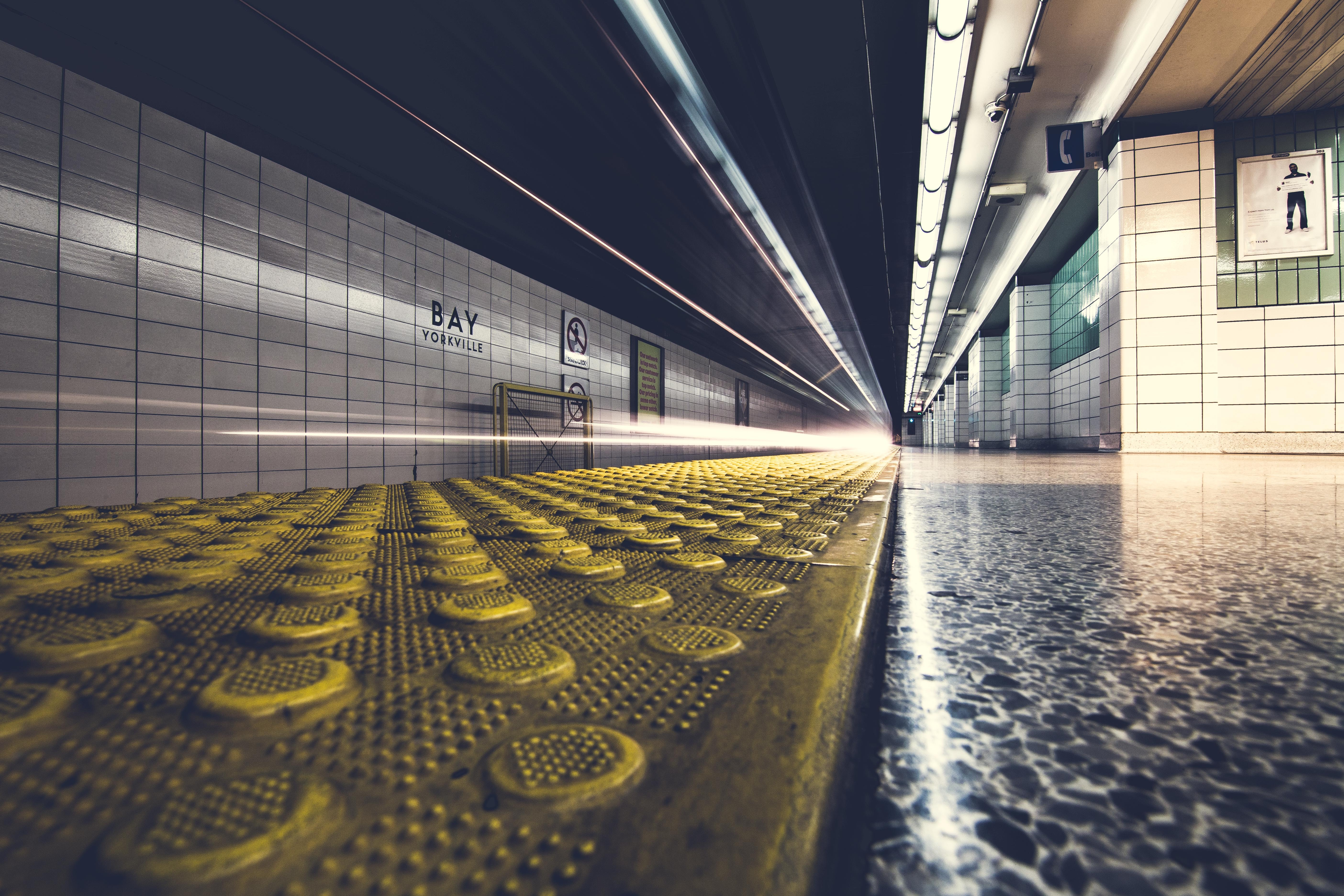yellow and gray floor in worms view photography