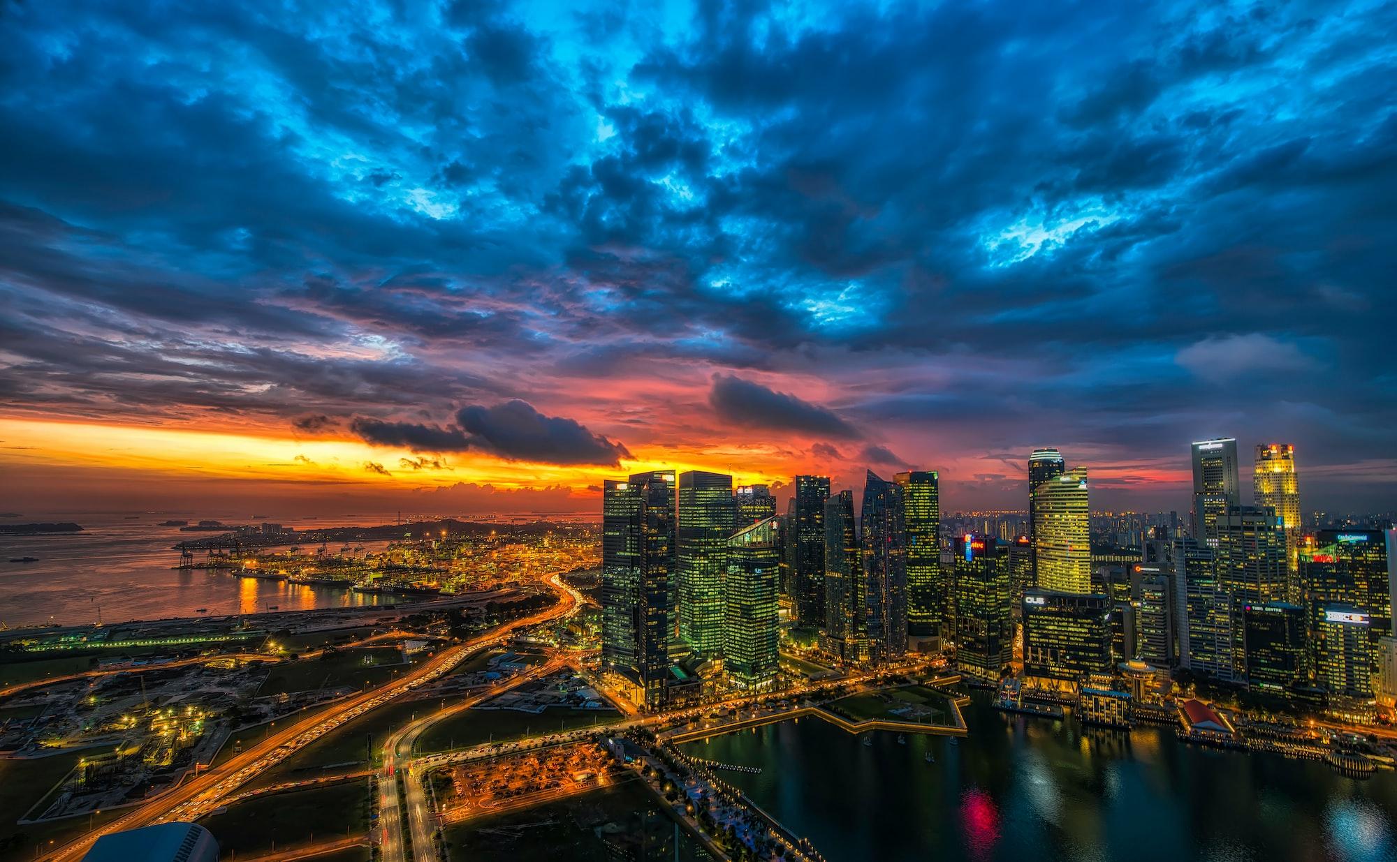 Красивый городской закат