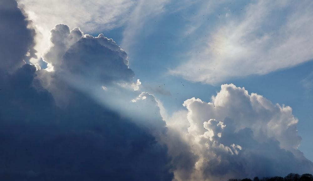 cumulunimbus clouds with sun rays