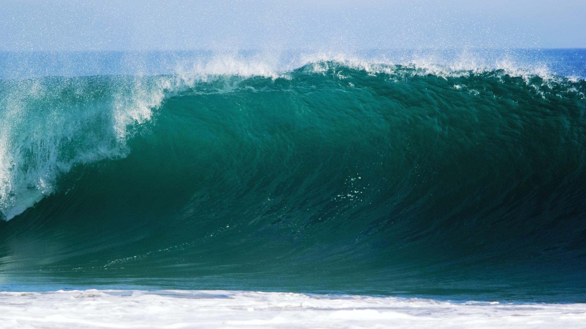 Huge rolling wave