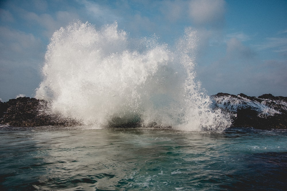 time lapse photography of splashing wave