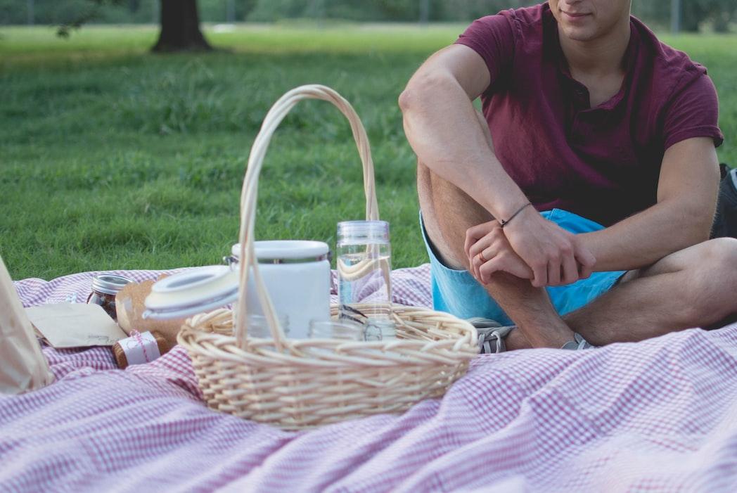 Impressie van een tussenstop met picknick