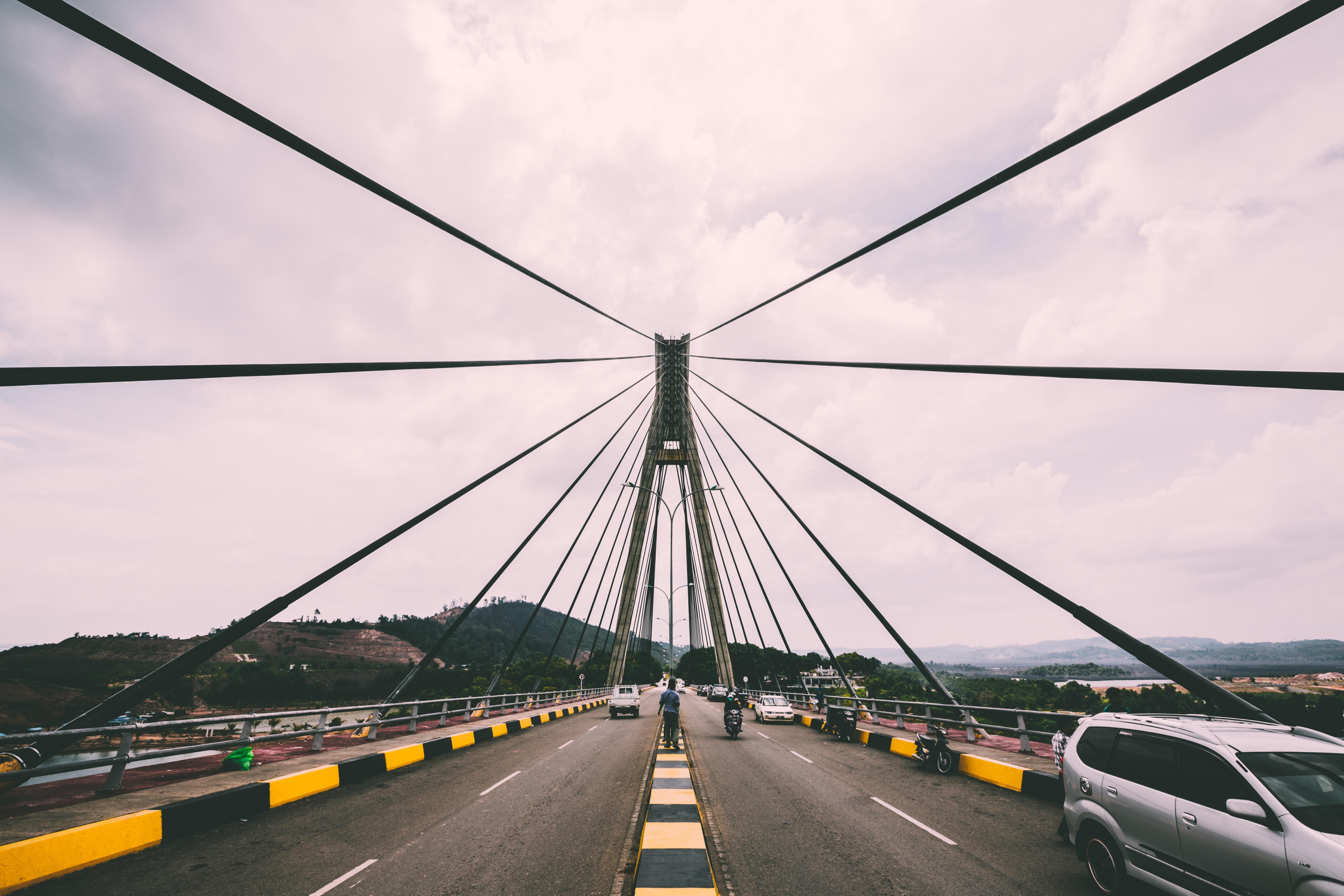 Highway traffic crossing the suspension bridge.