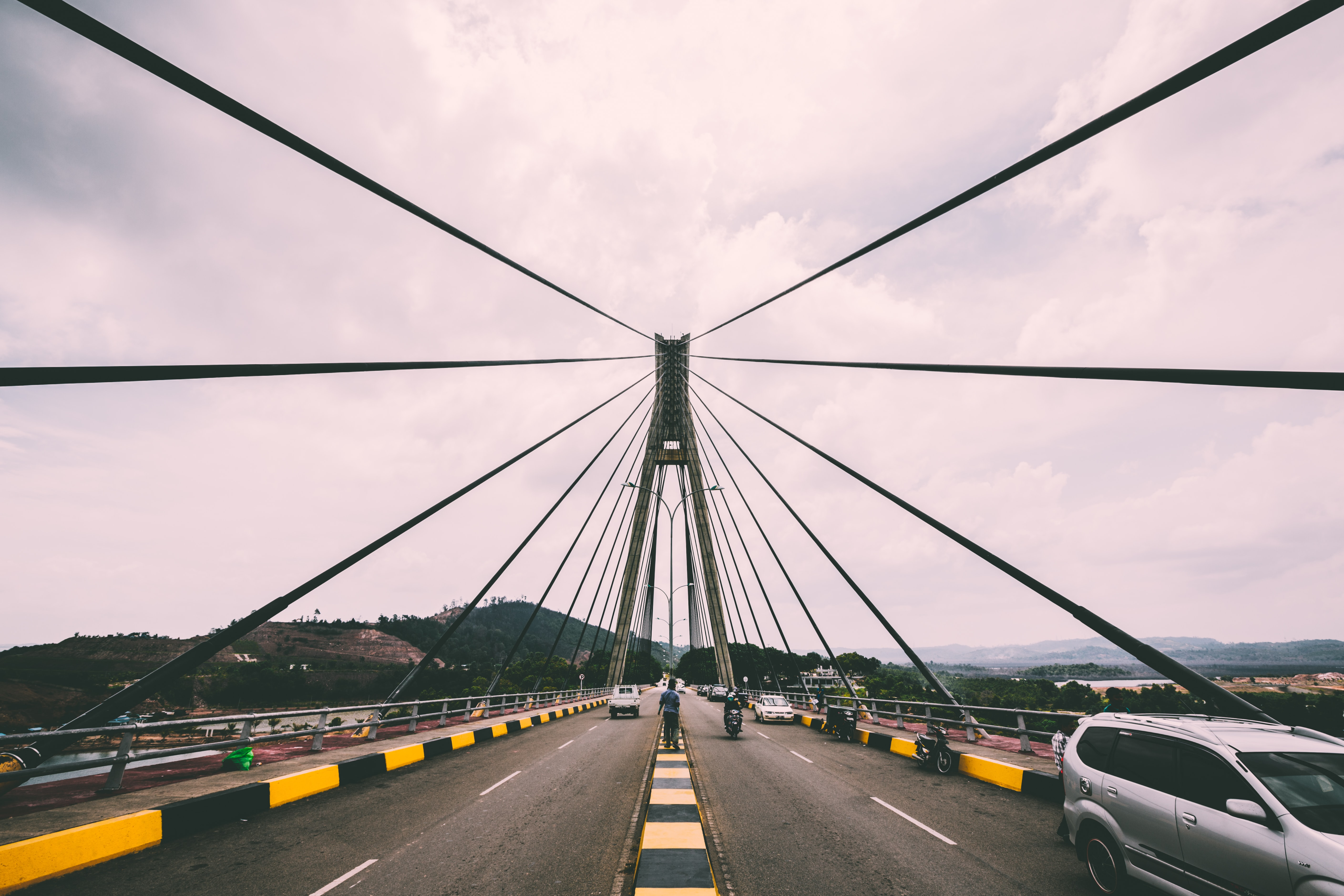 Highway traffic crossing the suspension bridge.