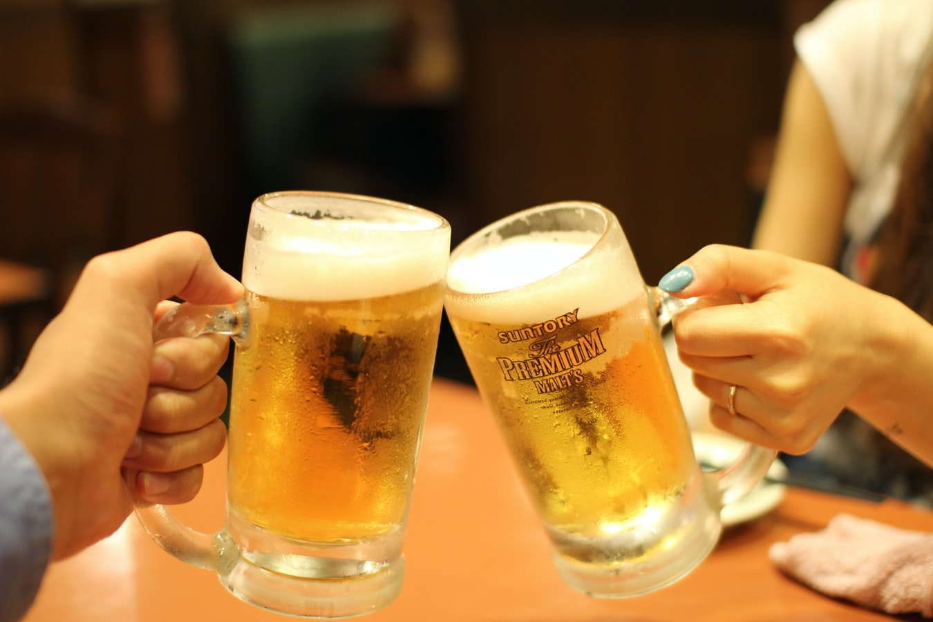 年末聚餐爆喝冰啤酒!營養師揭背後健康危機 | Heho健康