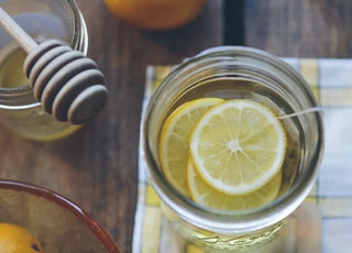 clear glass container with lemon slices