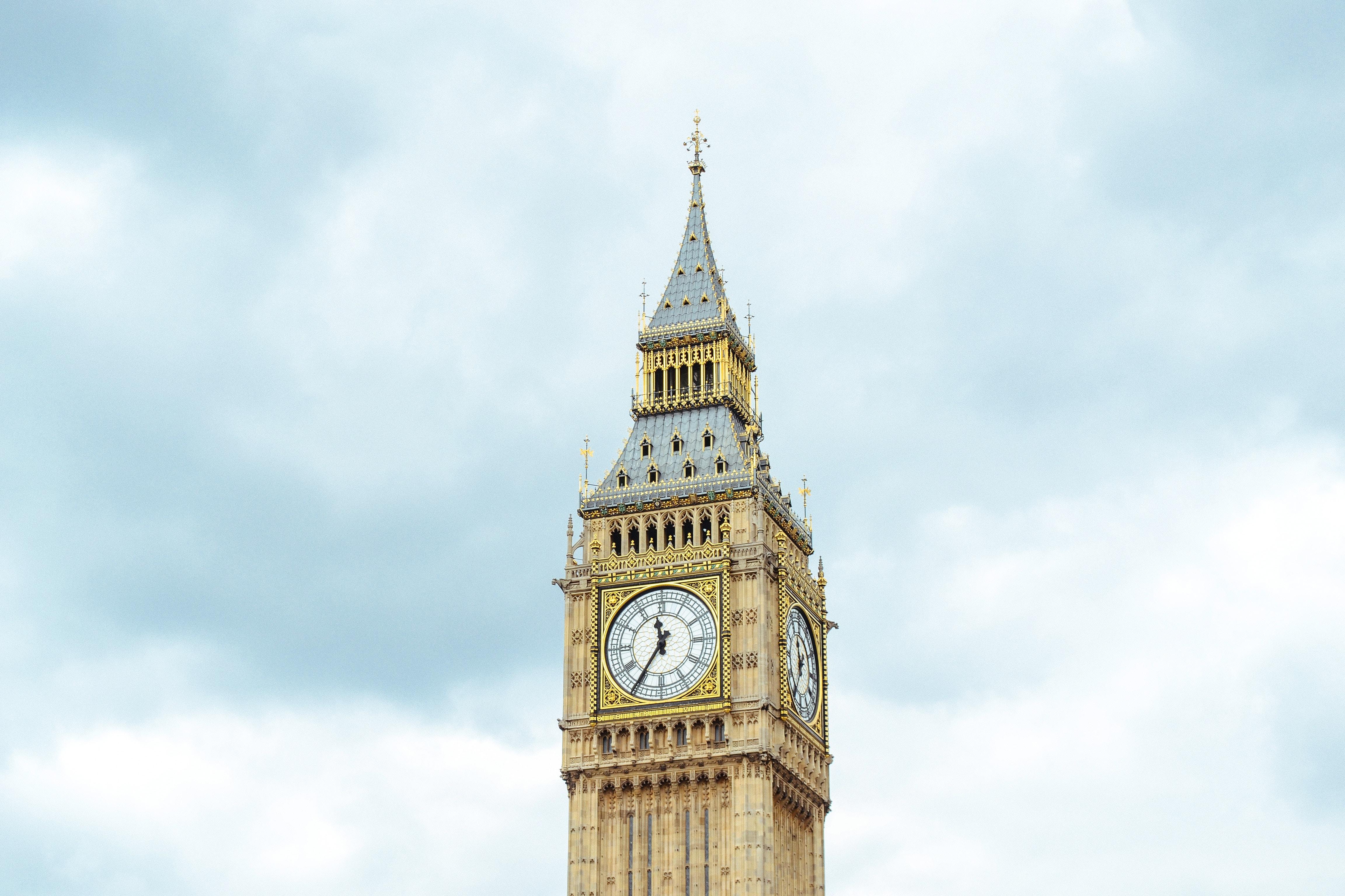 Elizabeth's Tower at 11:35 during daytime