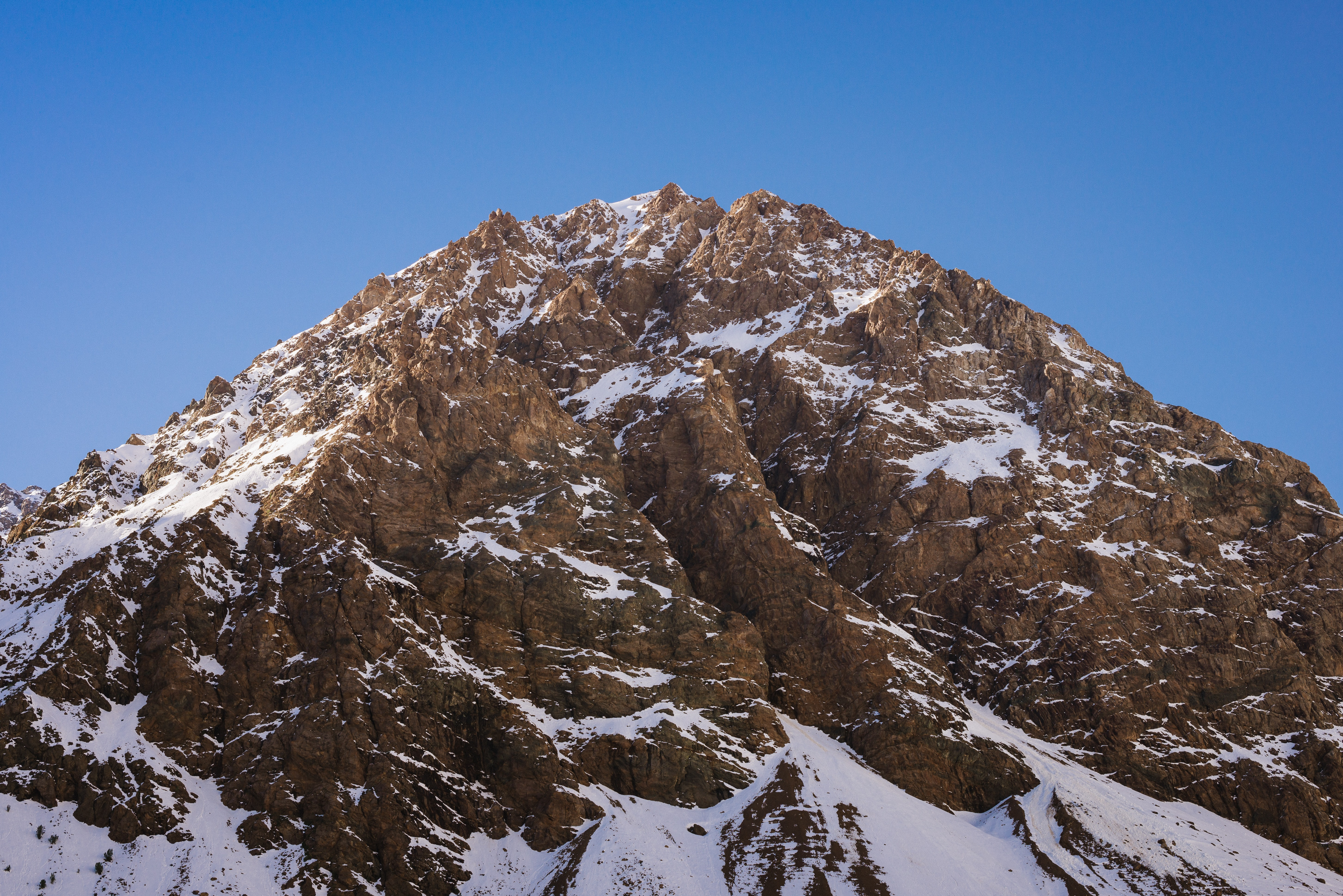 close up photo of brown snowcapped mountain at daytime