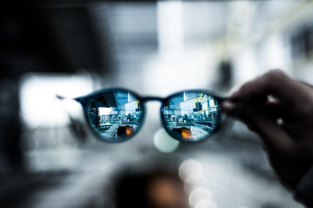 shallow focus photo of sunglasses