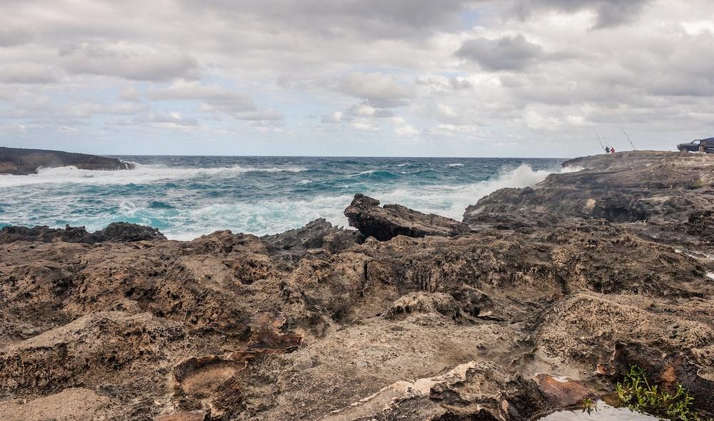 rock and seashore horizon