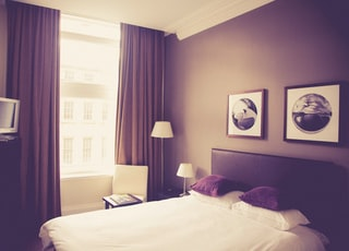 white bed comforter near table lamp