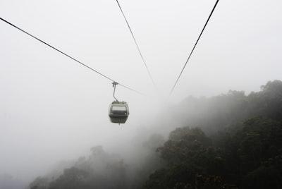 1193. Ködös tájakon