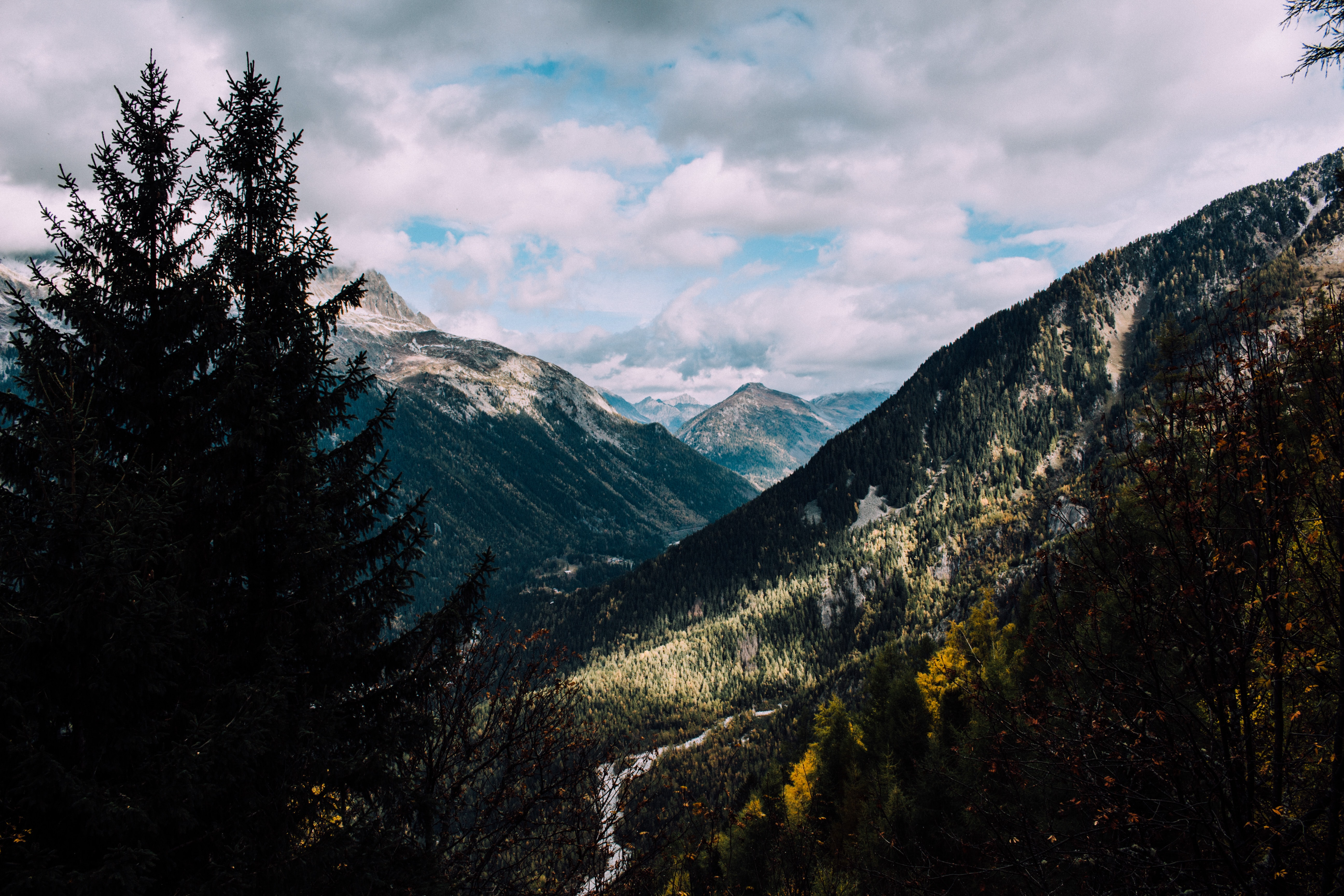 A scenic shot of a steep mountain valley in Chamonix-Mont-Blanc