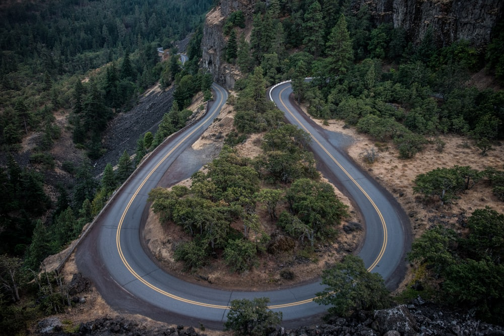 areal photo of gray concrete road